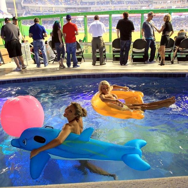 Swimming-Pool-at-Miami-Marlins-Ballpark-in-Miami-FL