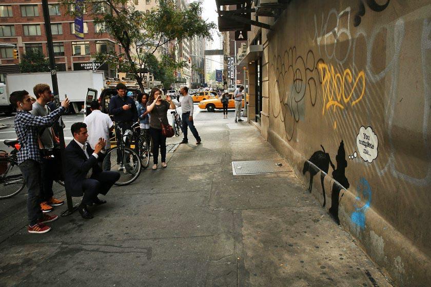 小狗撒尿 Banksy