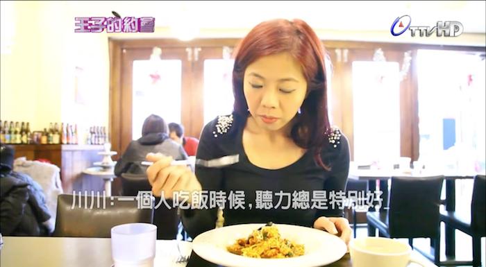 一個人吃飯時候 聽力總是特別好