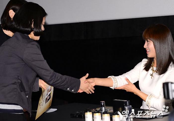 韓式握手 河智苑