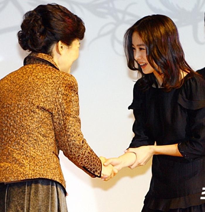 韓式握手 金泰熙
