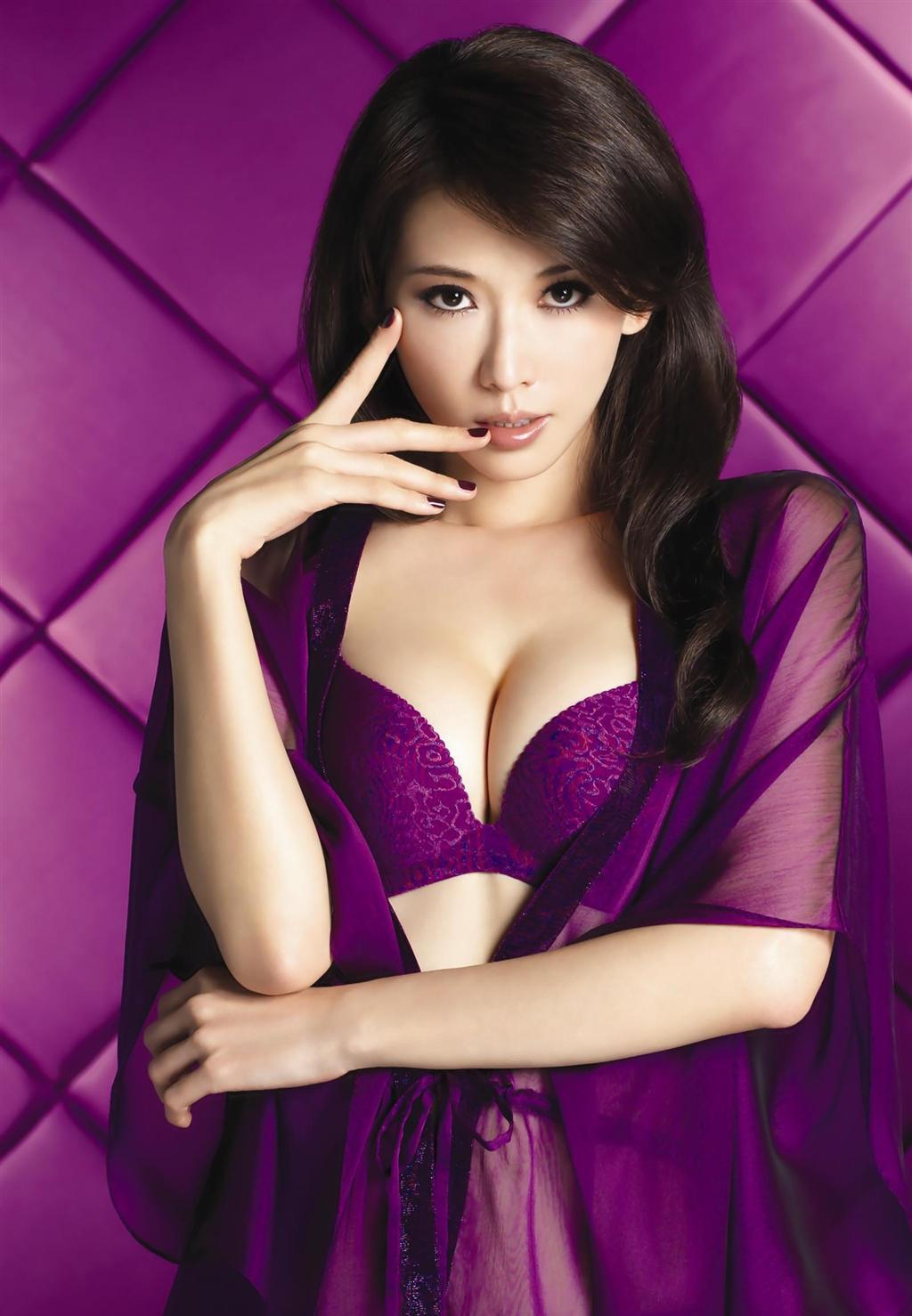 紫色內衣 帝王級的誘惑