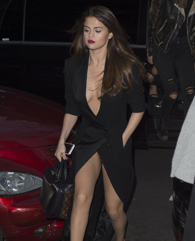 Selena Gomez 百慕達走光
