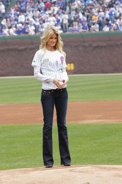 marisa_miller_baseball_7_big.jpg