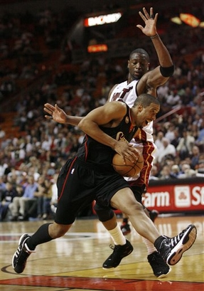 capt.6ba1d479132b456285e1c2cfff75daa9.76ers_heat_basketball_aaa109.jpg