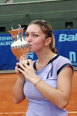 simona_halep_with_silverware.jpg