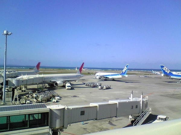 800px-Okinawa_-_Naha_Airport_1621.jpg