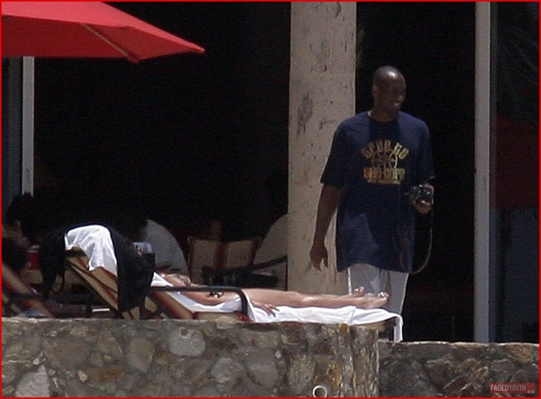 kobe-bryant-and-family-vacation-in-cabo1.jpg