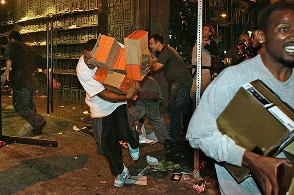 sneaker-shoe-store-looted-los-angeles-lakers.jpg