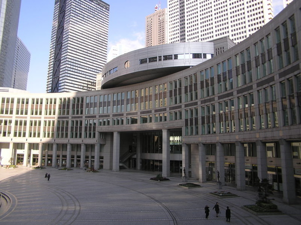 800px-Building_of_Tokyo_Metropolitan_Assembly_2_7_Desember_2003.jpg
