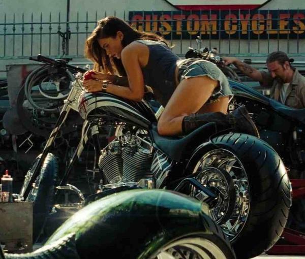 megan-fox-tranformers-2-motor-bike.jpg