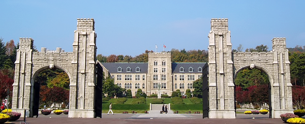 800px-Korea_University_main_building_and_gate.png