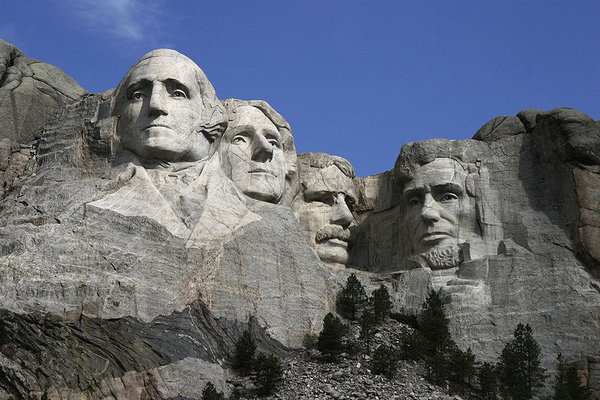 800px-Dean_Franklin_-_06.04.03_Mount_Rushmore_Monument_(by-sa)-3_new.jpg