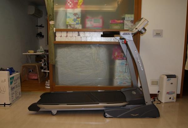 BH Fitness (必艾奇) 先鋒 K30 跑步機.JPG