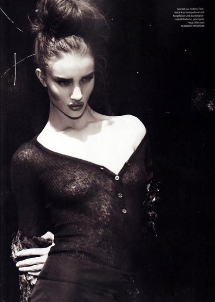 rosie-huntington-whiteley-topless-tush-02.jpg