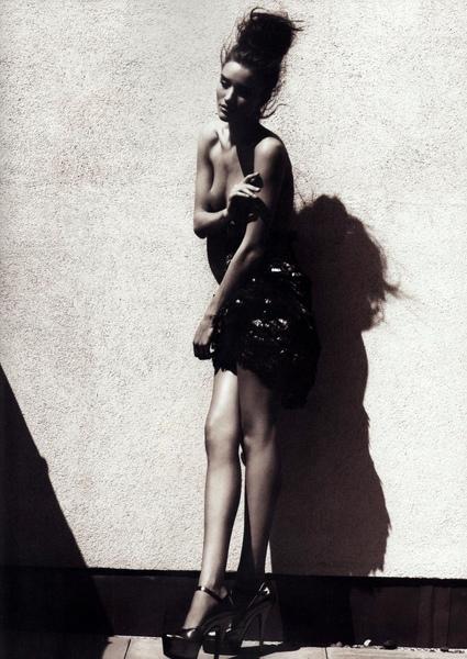 rosie-huntington-whiteley-topless-tush-01.jpg
