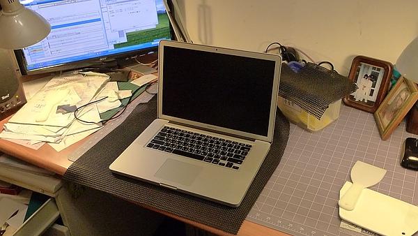 "Apple Macbook pro15""AG霧面版貼頂級AR鍍膜(螢幕保護貼)05.jpg"