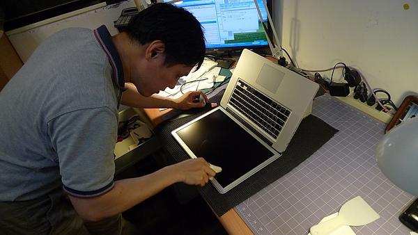 "Apple Macbook pro15""AG霧面版貼頂級AR鍍膜(螢幕保護貼)14.jpg"