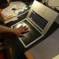 "Apple Macbook pro15""AG霧面版貼頂級AR鍍膜(螢幕保護貼)30.jpg"