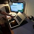 "Apple Macbook pro15""AG霧面版貼頂級AR鍍膜(螢幕保護貼)71.jpg"