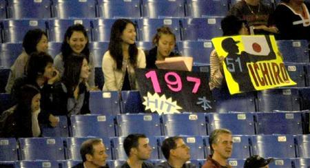 鈴木一朗連10年200安26.jpg