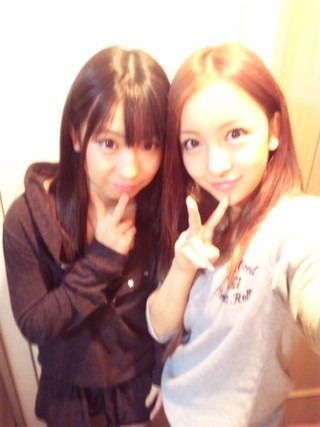 AKB48初のソロデビュー板野友美 妹の画像公開