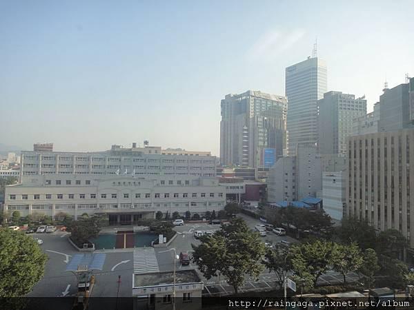 飯店對面是醫院