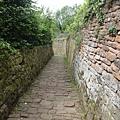 這條下坡路有夠難走......膝蓋超痛
