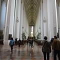 一走進教堂,完全可以感受到肅穆的氣息...