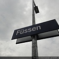 搭火車到Fussen,再轉搭公車上去新天鵝堡