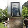 有指示牌標示哪一梯的觀光客可以準備進去囉