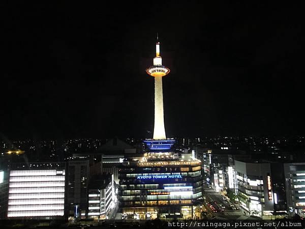 在sky walk上拍的京都塔