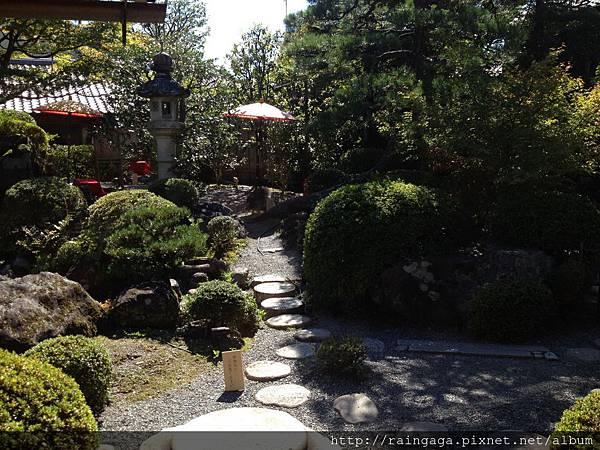 正對面就是美美的日式庭園