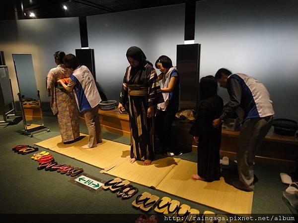 博物館7樓有可以免費體驗和服的地方,但沒時間排QQ