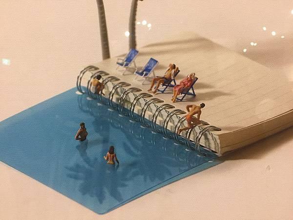 藍色小筆記本泳池