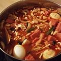 韓式辣年糕湯!! 這是目前為止我最愛的韓國食物,已經和室友偷學食譜了,等回台灣以後再試做看看~