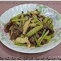 111215-芹菜鮮菇炒牛肉.jpg