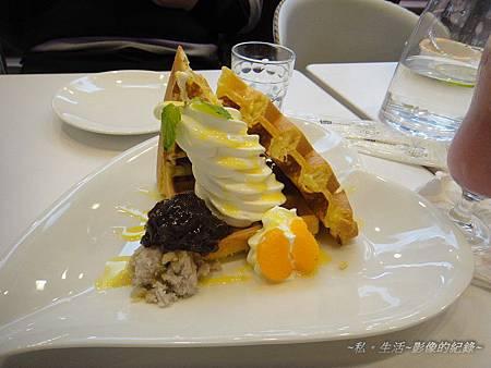芋香霜淇淋鬆餅.jpg