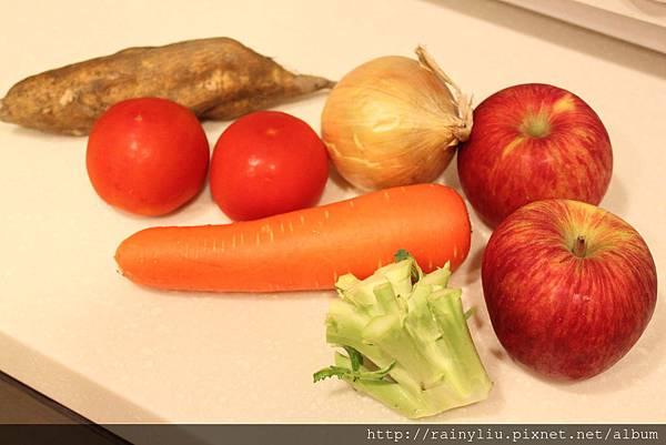 蔬果高湯5.地瓜牛番茄洋蔥蘋果紅蘿蔔花椰梗.JPG