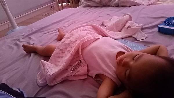 自己躺好蓋被睡覺(1)
