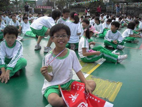 祇嘉。新加坡小朋友,追趕跑跳繃第一