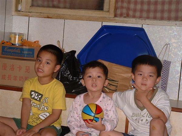 小時候天真無邪又可愛的三人組
