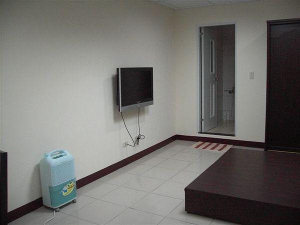 這大概是房間一半?