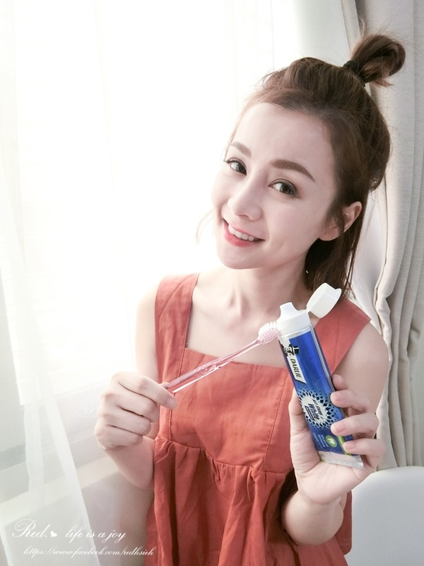 黑人全亮白極緻牙膏 (4).JPG
