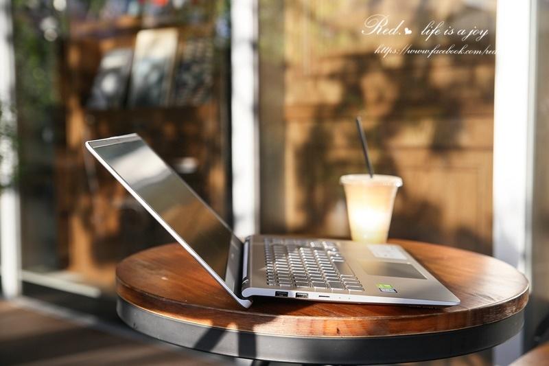 ASUS VivoBook S15筆電 (9).JPG