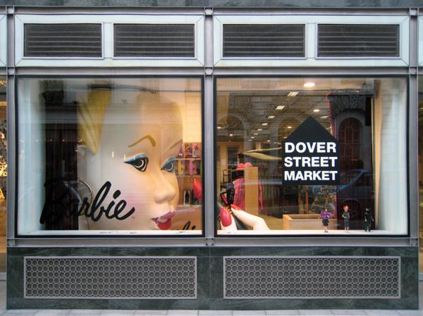 COMME des GARÇONS &Barbie doll window display
