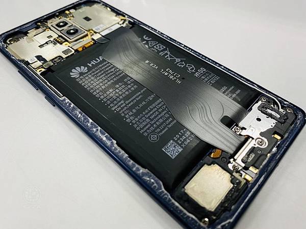 華為Mate10pro電池膨脹.jpg