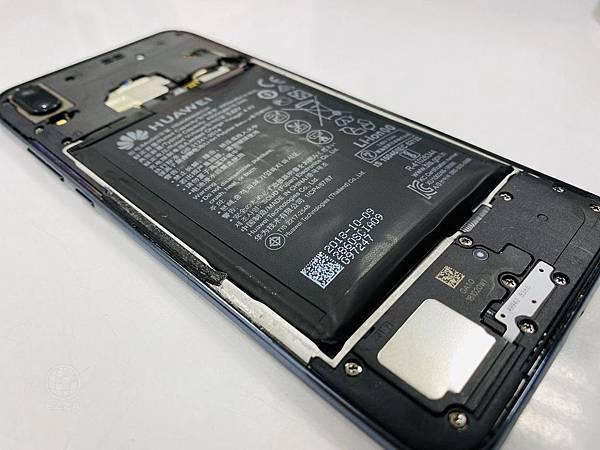 華為Y9電池膨脹.jpg