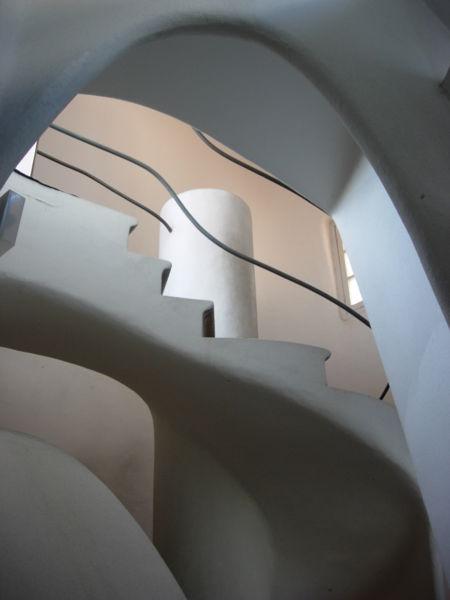 4.450px-Casa_batllo_spiral_stair.jpg