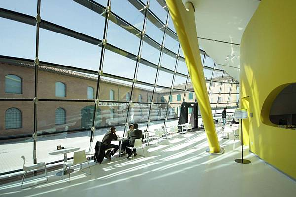 4ffefa2728ba0d555700001f_enzo-ferrari-museum-jan-kaplick-future-systems_mef_03copyright_studio_cento29-jpg